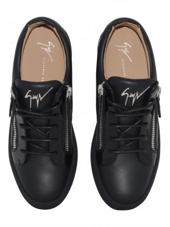 Sneaker with silver zipper...