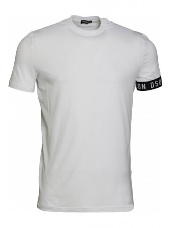 T-Shirt with logo on the...